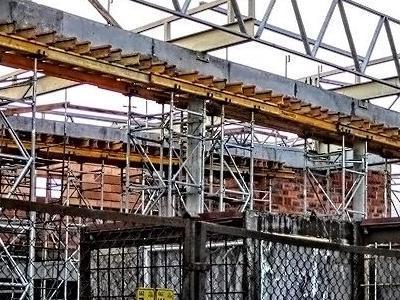 budowa salonu nissana 08