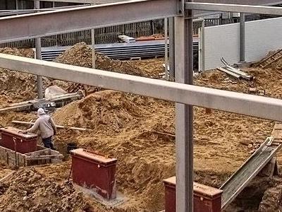 budowa salonu nissana 09